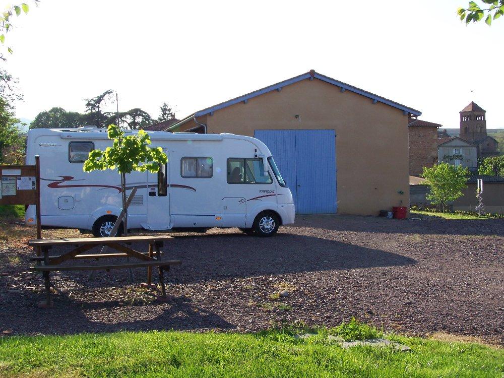 Aire camping-car à Salles-Arbuissonnas-en-Beaujolais (69460) - Photo 1